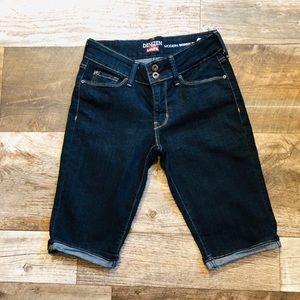 Levi's Denizen Skinny Shorts